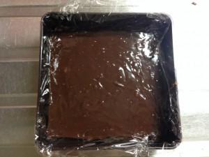 生チョコを重箱に入れて固める1