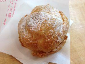 ビアードパパの白桃シュークリーム(外観)
