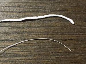 クリニカとダイソーのデンタルフロスの比較(スポンジ状の太さの比較)